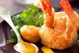 Crevettes-panées-au-sésame-sur-mayonnaise